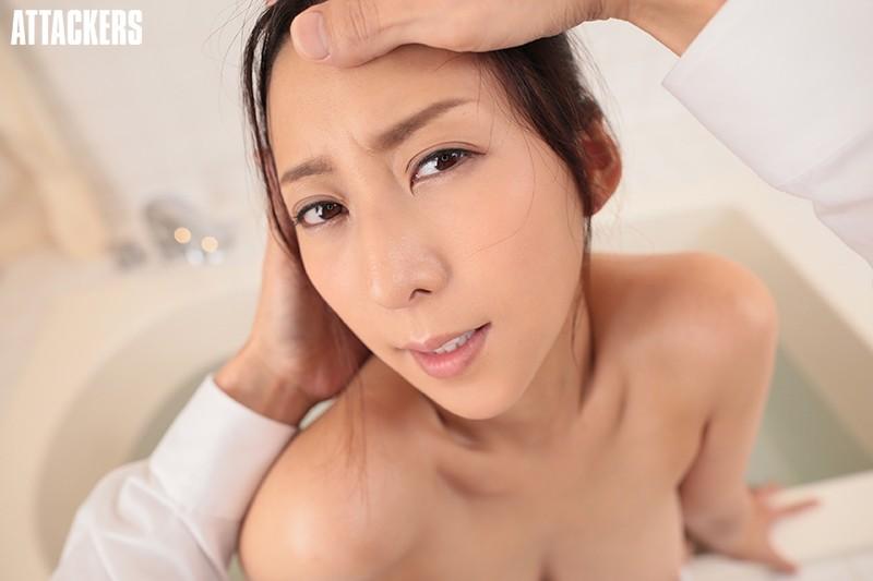 【VR】風呂場に閉じ込められて女上司と二人っきり!寒いので湯船に一緒に浸かっていたら我慢できずに朝まで犯しまくった一部始終! 松下紗栄子 5