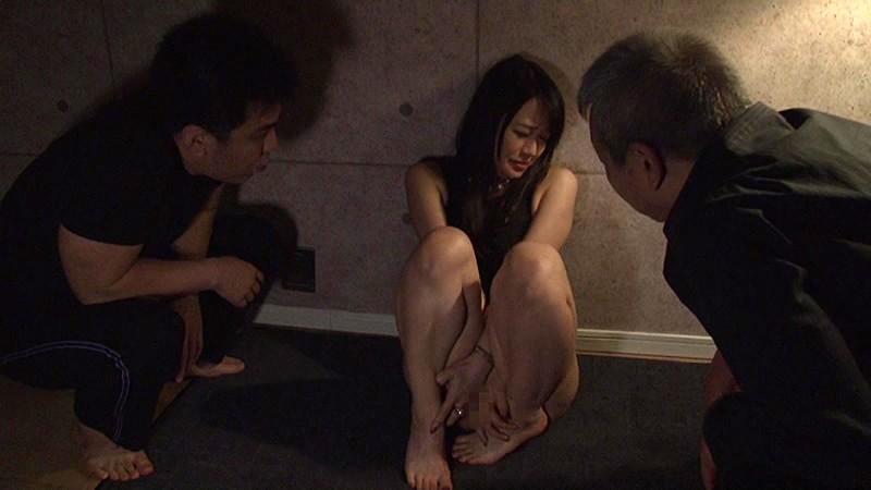 「嫌、止めて!!」と言えない状況で感じる女の悲しきエクスタシー 力づくのSEX 拐われの女社長を襲う狂気の欲望 小日向まい キャプチャー画像 8枚目