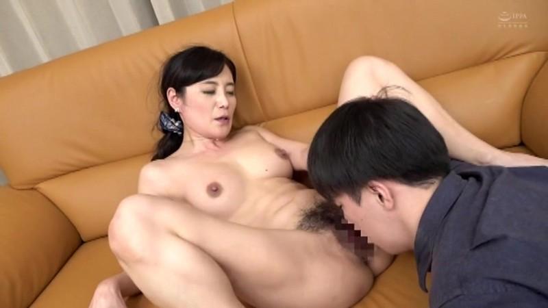 美人で変態な友達のお母さん 平岡里枝子
