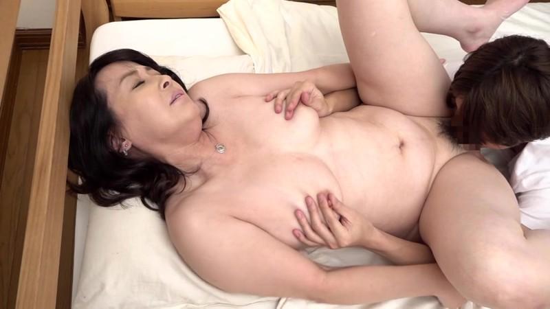 五十路で変態な友達のお母さん 矢田紀子 2枚目