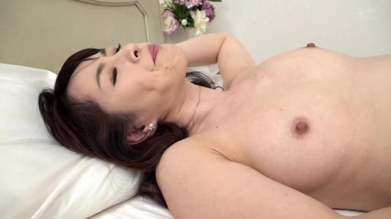 美人で淫乱な友達のお義母さん 篠宮千明 画像4