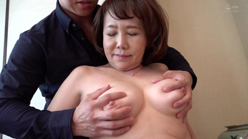 近親相姦 母のお尻〜五十路母の柔らか完熟巨尻 真田紗也子12