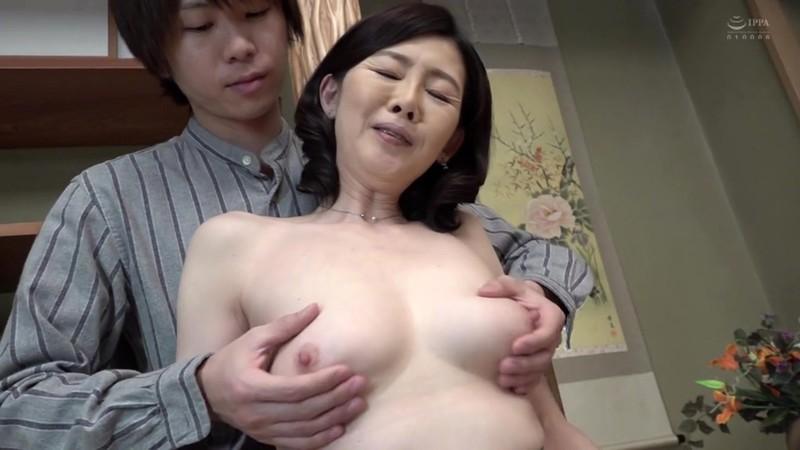 五十路で淫乱な友達のお母さん 竹内梨恵 キャプチャー画像 1枚目