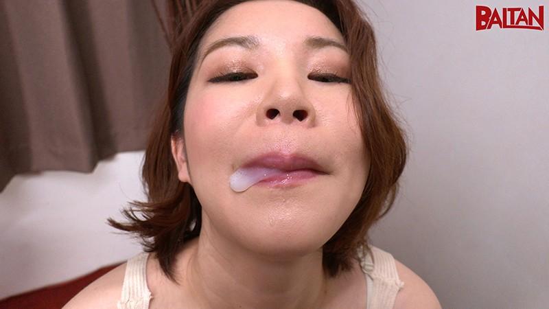 不倫依存症絶倫妻(28歳)の果てしない性欲 弘崎ゆみな 画像3