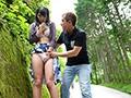 お外で素っ裸になって即ハメセックスww彼氏の露出調教で人目があるのにパコパコされておしっこまで晒すドM彼女♡(1)