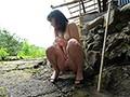 お外で素っ裸になって即ハメセックスww彼氏の露出調教で人目があるのにパコパコされておしっこまで晒すドM彼女♡(6)