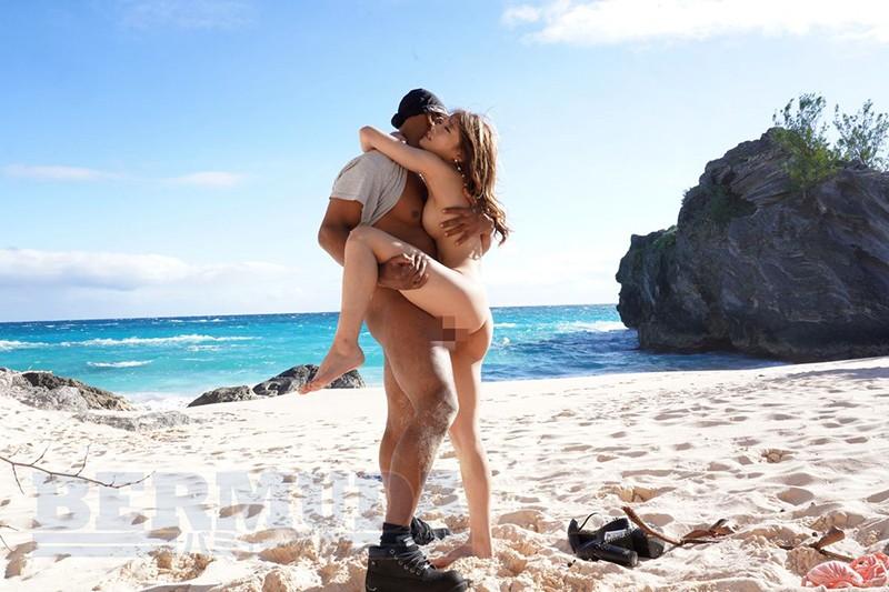 バミューダ7周年特別企画 バミューダ諸島で体験した巨チン黒人との人生最高のセックス! 七瀬ひな
