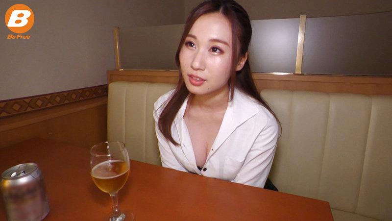 仕事ばかりで欲求不満なバイト先の女性店長に誘惑されて、ホテルで朝まで射精させられ続けた僕。 朝倉ここな