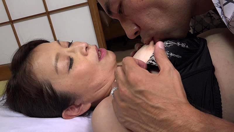 還暦フルムーン 遠田夫妻の熟年交尾 下部温泉の旅 遠田恵未のサンプル画像