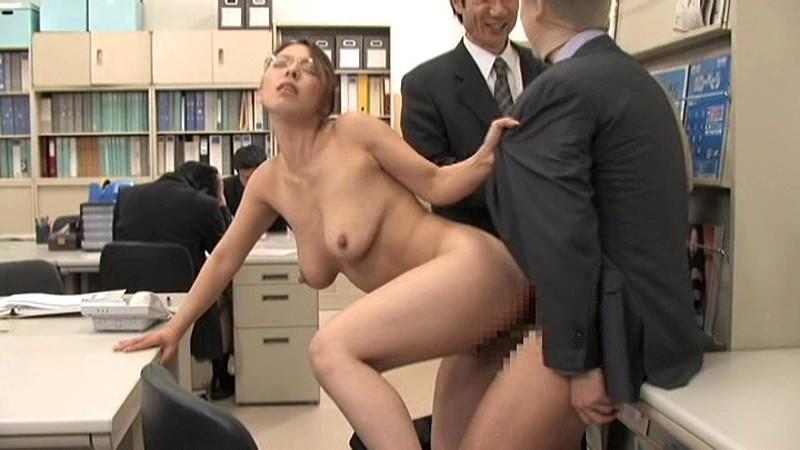 オフィスでハメまくる痴女