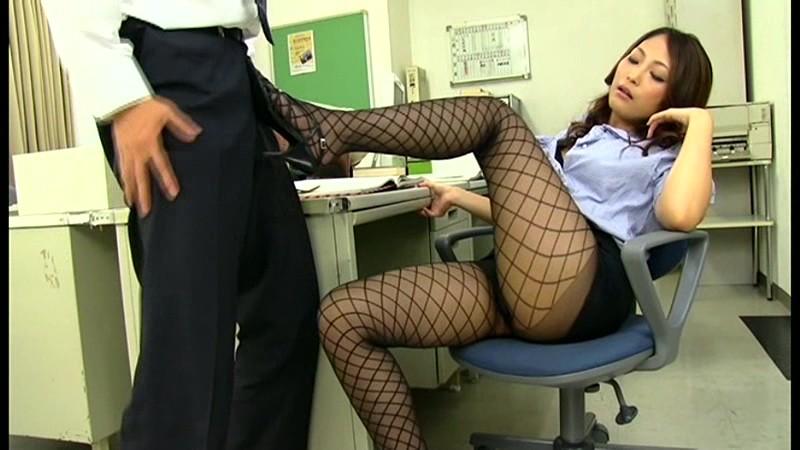 オフィスでOL社員のミニスカ黒パンストにチンポを勃たせてたらイヤらしい目線に気づいた女たちは僕のチンポを責め遊び始めてきた[cagk00001][CAGK-001] 15
