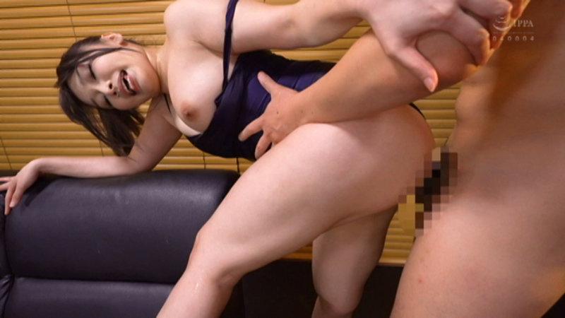 ブルマを履いた淫乱人妻の股間!久しぶりに肌に触れるナイロンの感触が人妻をただの雌にする。