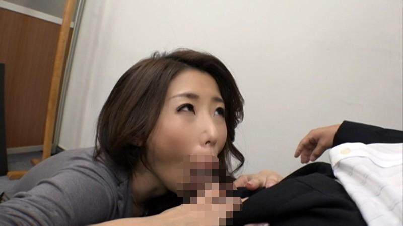 パンストを穿いた特命秘書 黒いパンティーストッキングの奥に秘められた爆乳淫女のお仕事 篠田あゆみ 画像1