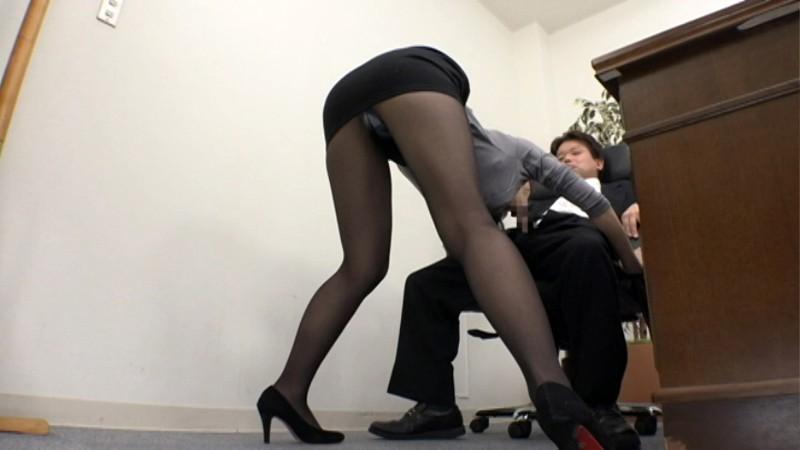 パンストを穿いた特命秘書 黒いパンティーストッキングの奥に秘められた爆乳淫女のお仕事 篠田あゆみ 画像2