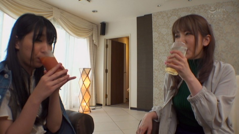 波多野結衣×みひな 酔うとエロくなる二人が一緒にお酒を飲んだら…本気で求め合う密着濃厚レズSEXが見れた! 画像2