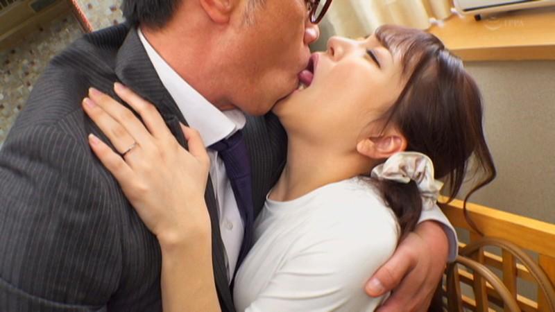 夫の上司に接吻調教された若妻 加藤ももか 画像1