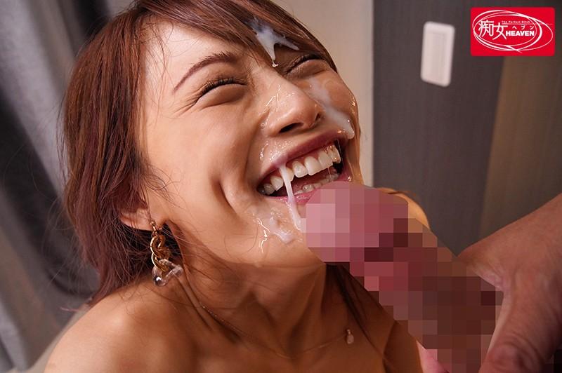 七海ひなの顔に大量に発射して笑顔になる