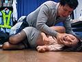 犯された女教師を助けるフリして追姦中出し