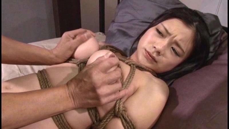 【鶴田かな 奴隷】スレンダーでエロい巨乳の性奴隷美女、鶴田かなの奴隷拘束緊縛プレイがエロい。実にセクシーです!