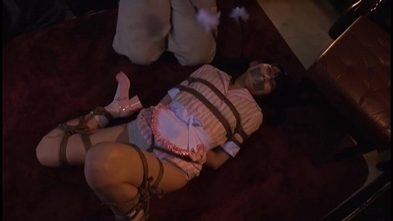 囚われの危機に陥る女 不覚にも股縄で感じてしまったペタパイ娘 夢乃美咲 11枚目