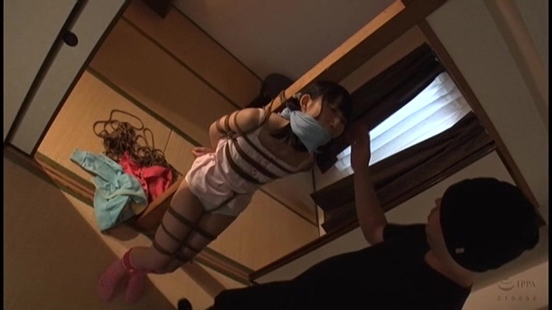 囚われの危機に陥る女 不覚にも股縄で感じてしまったペタパイ娘 夢乃美咲 3枚目