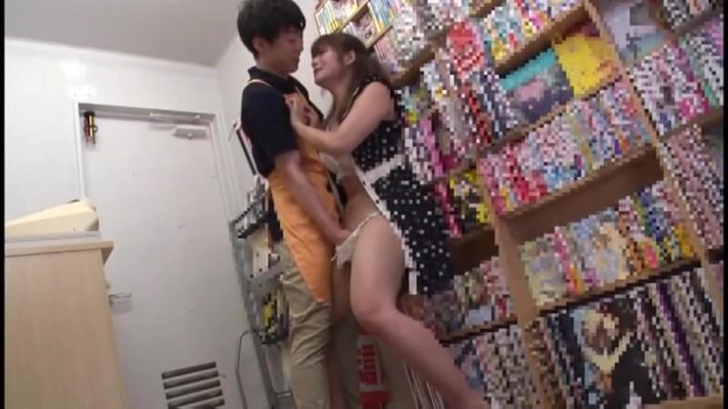 ポルノ映画館で露出性癖を仕込まれる丸の内OL 三好凪 4