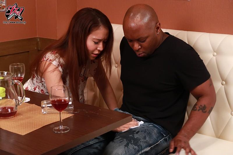 「人妻黒人ネトラレ」アレが大きな友達の旦那さん。初めて味わう危険な上反り編。 羽田つばさ