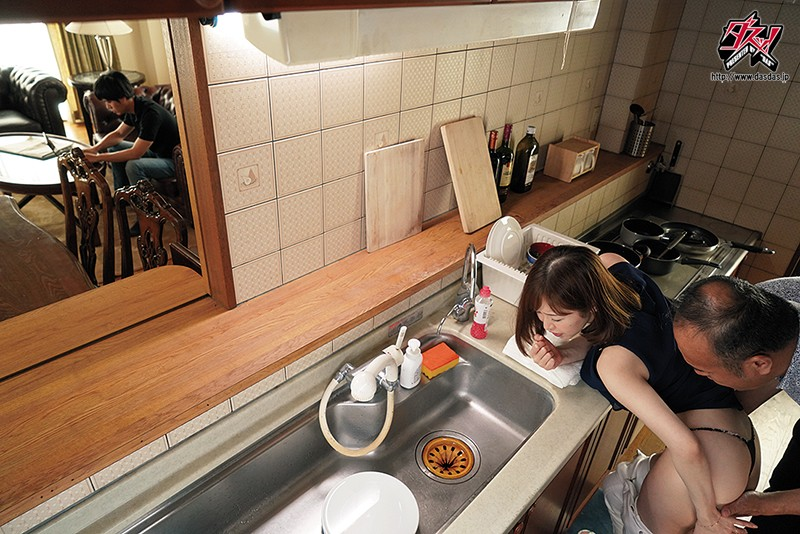 妊活中の巨乳妻は俺の親父に寝取られ種付けプレスされていた。 篠田ゆうのサンプル画像