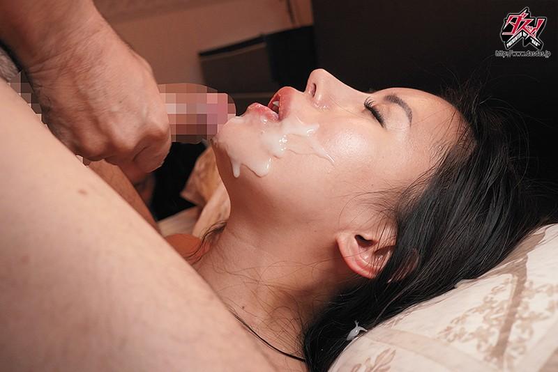 物腰が柔らかい爆乳妻は信頼していた上司に寝取られ種付けプレスされていた。 永井マリア 6枚目