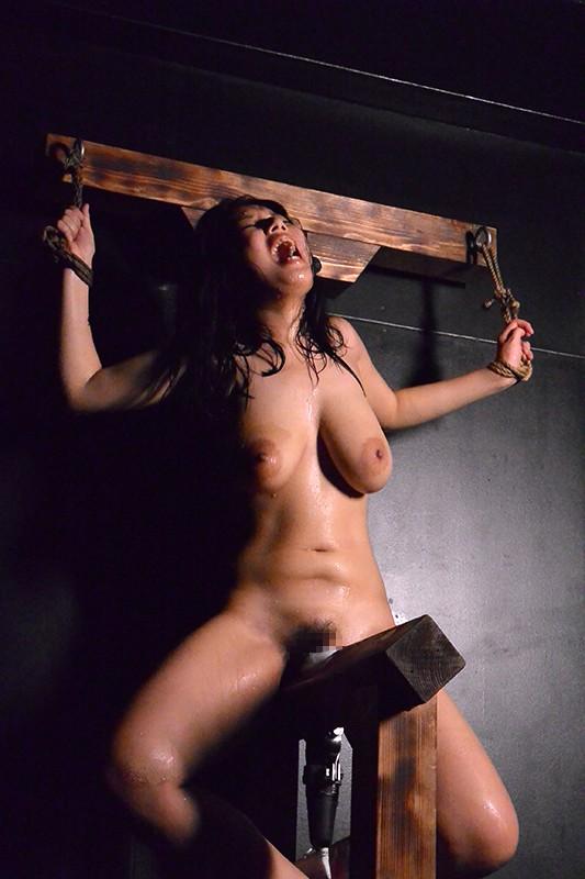 秘唇泣き三角木馬 女囚人19名が暴れ狂う地獄の刻