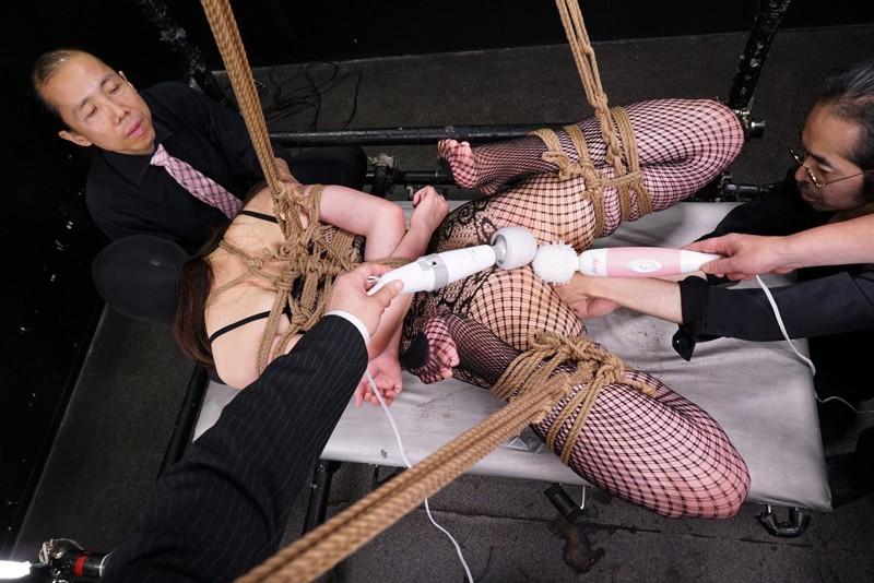 狂ったように女体を痙攣させる覆面の女 凄い絶頂映像BEST+完全撮り下ろし「素人娘発狂マスカレード」 画像1