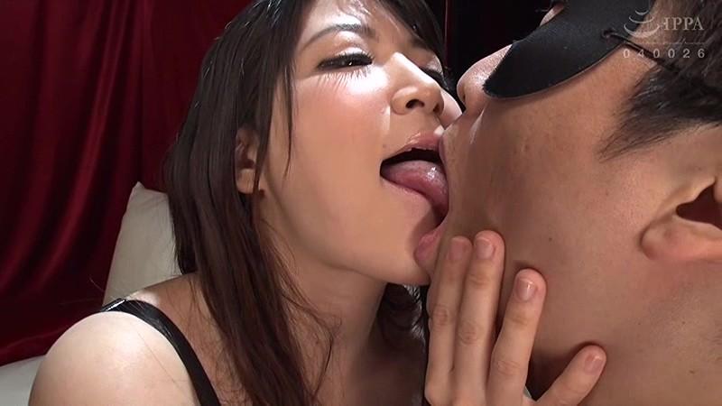 僕の鼓膜にからみつく!爆乳痴女のねっとりえげつない囁き淫語セックス 優月まりな 画像1