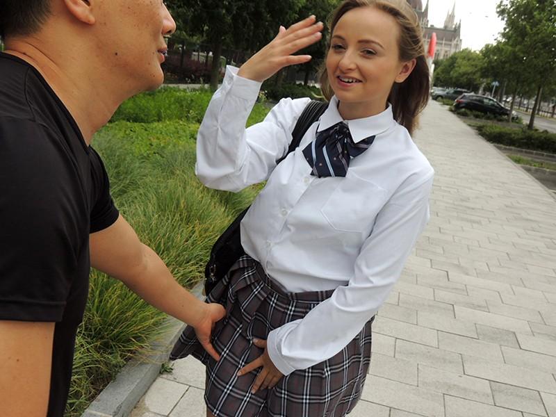 東欧で見つけたガチ素人美女!ドスケベ映像衝撃の試し撮り! 4枚目