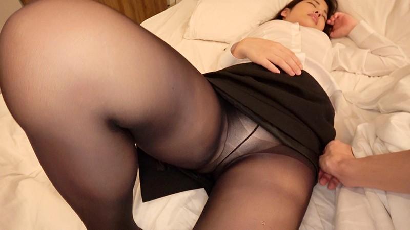 睡●中にお尻丸出し屈曲位でゆっくり挿入され膣奥イキが止まらず…自ら超スローピストンでねっとり騎乗位を見せつける色白美尻OL 6枚目