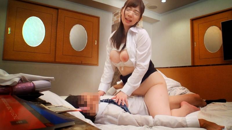 【OL 覗き】美人でエロい巨乳の素人美少女の、覗きセックスプレイエロ動画。まさにパーフェクト!