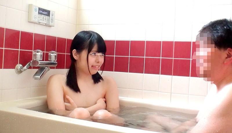 一般男女モニタリングAV 仲良し父娘'父の日ドッキリ'企画「ねぇお父さん!一緒にお風呂入ろ!」女子校生の娘とお父さんが自宅のお風呂で密着ふれあい入浴体験!いけないと思いつつも2人は禁断の近親相姦中出しSEXで親子の一線を超えてしまうのか!? 無料エロ画像2