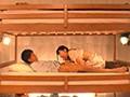 一般男女モニタリングAV 安眠グッズ体験に協力してくれた大学生グループ限定 素人女子大生が彼氏の男友達と1発10万円の連続射精セックスに挑戦!声を出せない状況に興奮し2段ベッドが揺れるほど感じる2人の寝取られ生中出しは1発だけじゃ終わらない!!4組合計14発