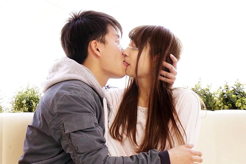 一般男女モニタリングAV 素人女子大生限定!恋人がいない大学生の男女はキスだけで恋に落ちて初対面の相手とSEXしてしまうのか?惹かれあった2人のキスまみれの完全プライベートSEXを大公開!! 2のサンプル画像
