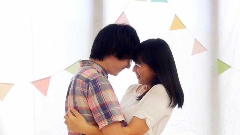 一般男女モニタリングAV 素人女子大生限定!恋人がいない大学生の男女はキスだけで恋に落ちて初対面の相手とSEXしてしまうのか?惹かれあった2人のキスまみれの完全プライベートSEXを大公開!! 5 初めての生中出しスペシャル!! 1枚目