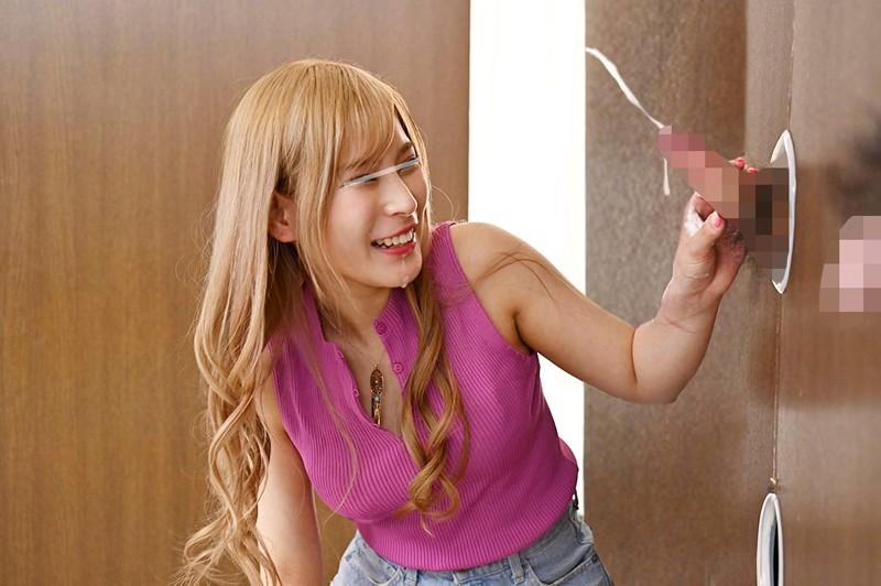 一般男女モニタリングAV しごいてしゃぶってヌキまくり!!渋谷のギャル女子大生が無数に生えた壁ち○ぽの即ヌキに挑戦!フル勃起ち○ぽに囲まれ「ち○ぽの数…やばwww」とはしゃぎながらもオマ○コが濡れてしまったパリピ女子はザーメンまみれでノンストップ射精SEX!総発… 1枚目