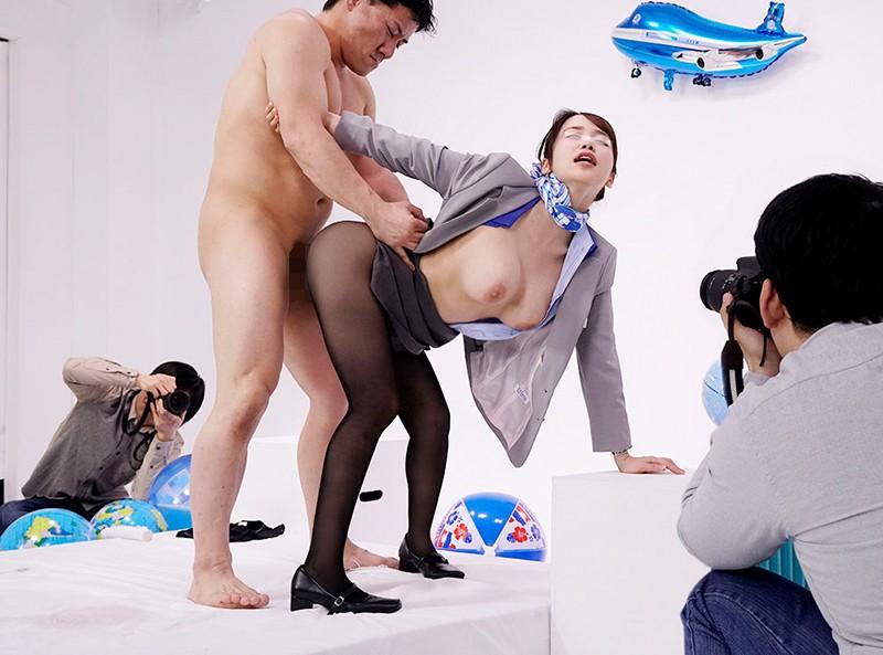 大手航空会社勤務のキャビンアテンダント 8時間2枚組BEST フライト帰りの黒パンストに包まれた美脚と色白尻肉をブルブル震わせイキまくる美人CAさん29人収録
