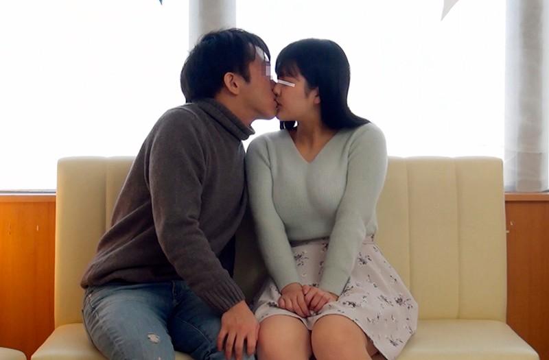 一般男女モニタリングAV 素人女子大生限定!恋人がいない大学生の男女はキスだけで恋に落ちて初対面の相手とSEXしてしまうのか?惹かれあった2人のキスまみれの完全プライベートSEXを大公開!! 9 初めての生中出しスペシャル!! キャプチャー画像 2枚目