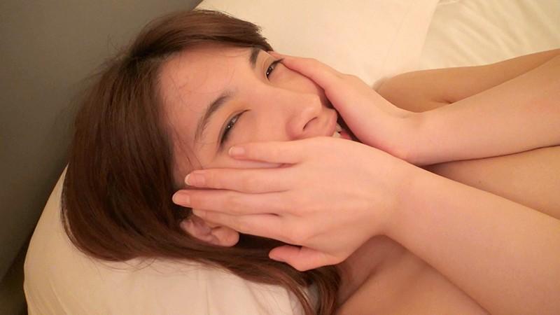 美人すぎる空港警備員 由衣子さん(23歳)AVデビューで処女喪失!働く女AV出演ドキュメント 腹筋浮き出るスレンダーボディの警備なでしこがSEXにどハマりしていくまでの密着307日間 キャプチャー画像 11枚目
