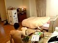 ヤリ部屋。 ひっきりなしに男が訪れるマンションの一室を終日覗き見る。 奥田咲