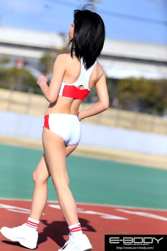 【巨乳】 陸上競技歴12年 鍛え抜かれたスレンダーボディは驚異のウエスト54cm!!現役女子大生アスリートAVデビュー 川嶋明香莉21歳 キャプチャー画像 10枚目