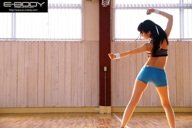 【筋肉】 競技歴11年!有名アーティストバックダンサーも経験!エロ逞しい下半身にGcup巨乳!現役プロダンサーAVデビュー! ミーナ キャプチャー画像 1枚目