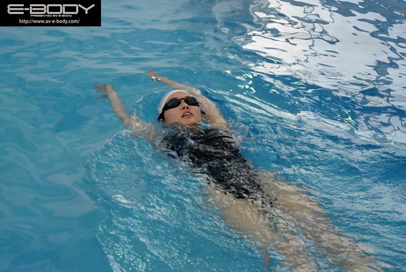 鍛え上げられた競泳選手の肉体美!全国大会出場現役アスリートE-BODY専属デビュー なつき|無料エロ画像3