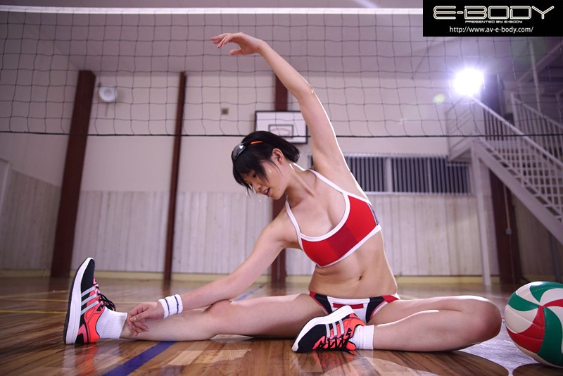 小澤まな 「'日本一可愛いアタッカー'と当時話題だったあの少女!!長身美脚の現役ビーチバレー選手が奇跡のAVデビュー」 サンプル画像 10