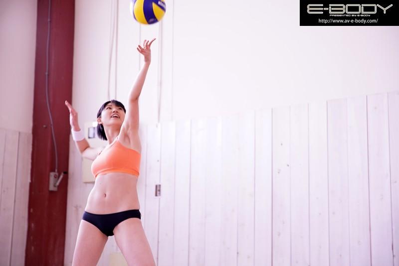 小澤まな 「'日本一可愛いアタッカー'と当時話題だったあの少女!!長身美脚の現役ビーチバレー選手が奇跡のAVデビュー」 サンプル画像 8