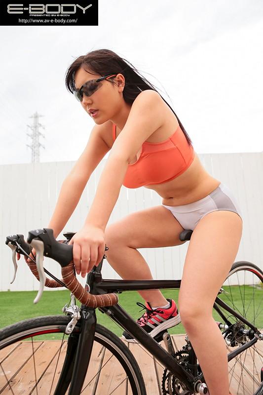 競技歴6年!たくましい太腿とムチムチ巨乳筋肉ボディ!! 現役トライアスロン女子大生AVデビュー みずしの葉月20歳 画像2